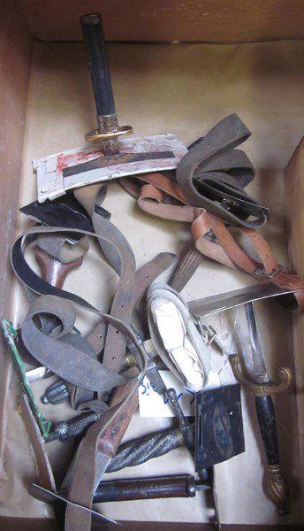 Lot d'une dizaine d'arme fabrication de théâtre...