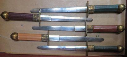 Lot de 5 dagues type Renaissance à lame ...