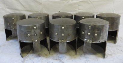 Lot de 8 casques de type templier