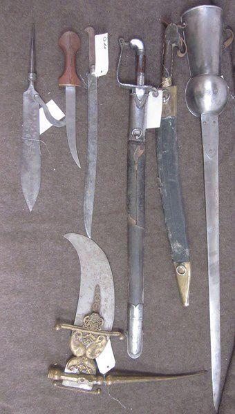 Lot comprenant une épée à gantelet dit