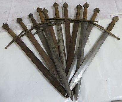 Lot de 11 dagues type Médiéval pour le t...