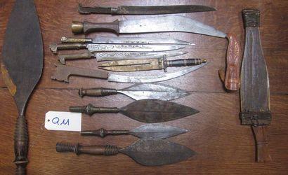Lot de 13 couteaux et poignards, Afrique...