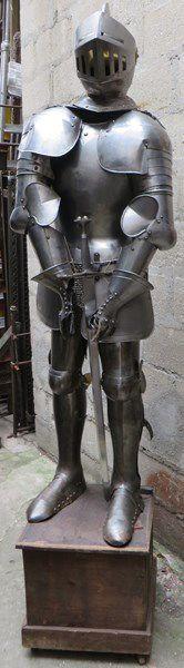 Armure de style XVIe et XVIIe: Heaume, plastron,...
