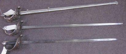 Lot de 3 sabres d'officier anglais