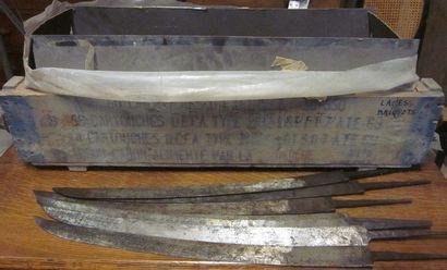 Lot d'environ 60 lames de sabre-briquet d'infanterie...