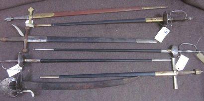Lot de 7 épées de style XVIIe et XVIIIe,...