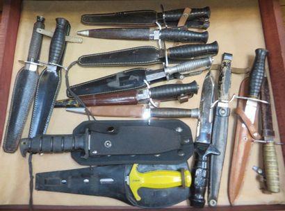 Lot de 11 couteaux de lancer et dagues avec...