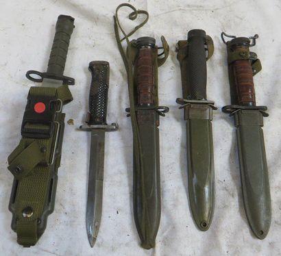 Lot de 5 couteaux et couteaux baïonnettes...