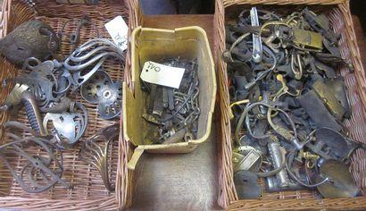 Lot d'une centaine de pièces détachées pour...