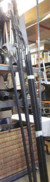 Lot d'environ 9 armes d'hast de théâtre:...