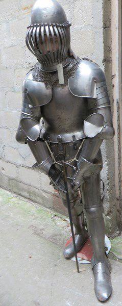 Armure de style XVIe et XVIIe, ENFANT: Heaume,...