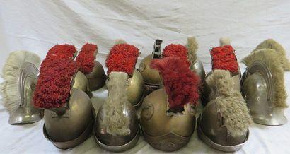 Lot de 16 casques d'officier romain à cr...