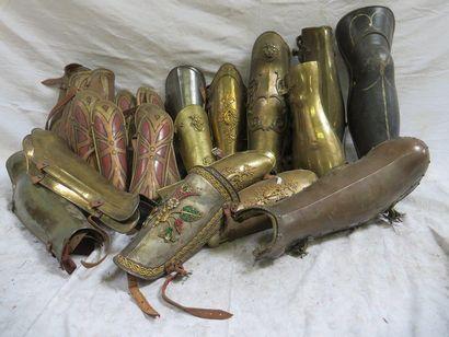 Lot de 20 paires de cnémides romaines et...