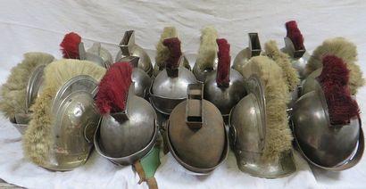 Lot de 18 casques romains dont la majorité...