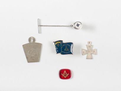 Lot: deux médailles, deux insignes de boutonnière...