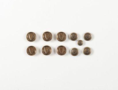 Cinq boutons maçonniques et six autres d...