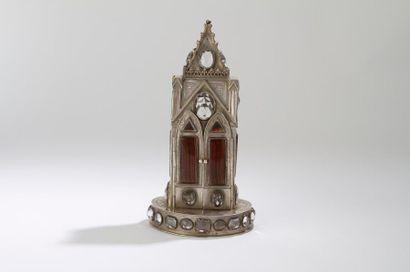 Reliquaire en forme d'église, reposant sur...