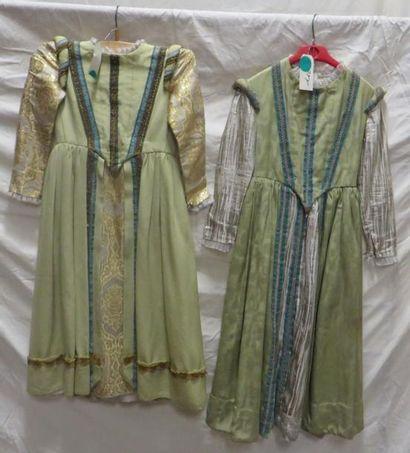 Deux robes pour enfant, style Renaissance....