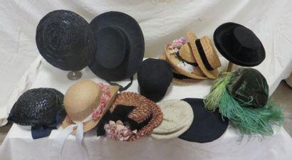 Treize chapeaux pour enfant, de style divers:...