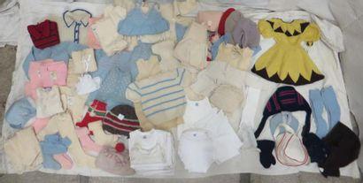 Lot d'habits principalement sous-vêtement...