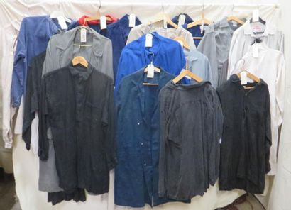 Une vingtaine de blouses ou chemises pour...