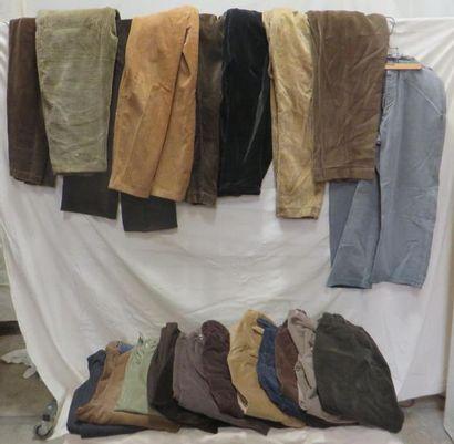 Une vingtaine de pantalons pour homme
