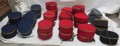 Une trentaine de tambourins de groom pour...