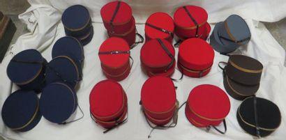 Une trentaine de tambourins de groom pour homme, style fin XIXe-XXe. Matière: s...