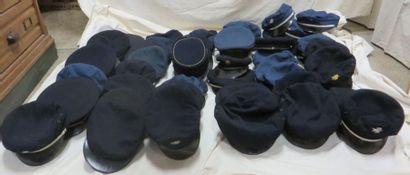 Une cinquantaine de casquettes administratives...
