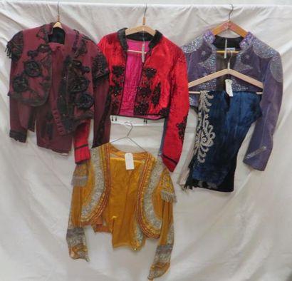 Huit pièces d'apparat dont vestes, gilets...