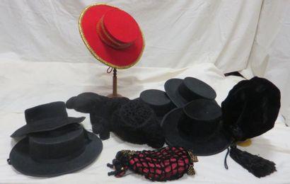 Onze chapeaux, style Espagnol. Matières:...