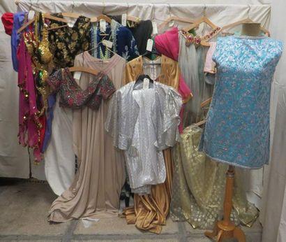 Une vingtaine de pièces dont robes ou ensembles...