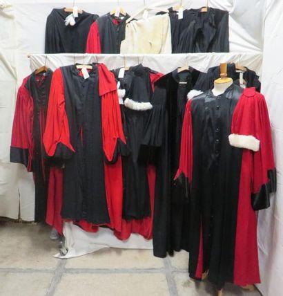 Seize robes de magistrat ou avocat, style...