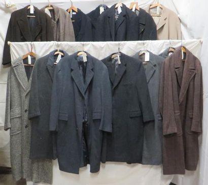 Quatorze manteaux pour homme, style XXe. Matière: lainage.