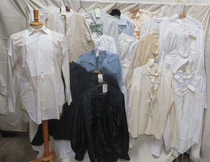 Une vingtaine de chemises de style divers. Matières: coton, soie et synthétique...