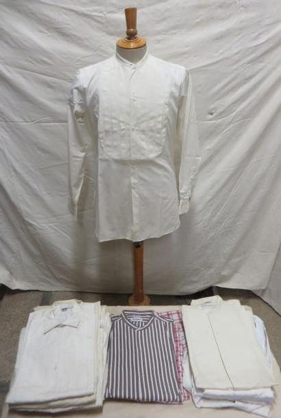 Quatorze chemises sans col en coton pour...