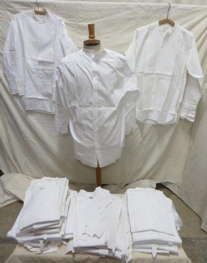 Une quarantaine de chemises à plastron sans...
