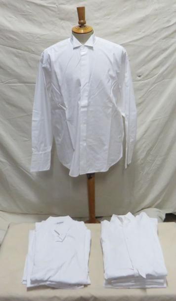 Treize chemises à cols cassés pour homme,...