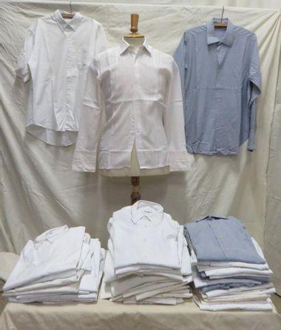 Une cinquantaine de chemises à cols tenant...