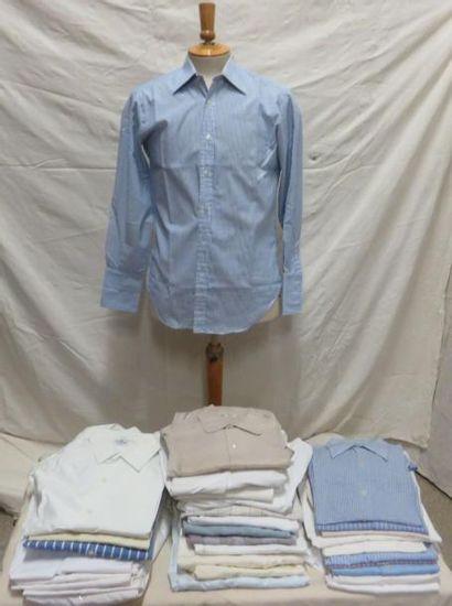 Une trentaine de chemises en coton pour homme,...