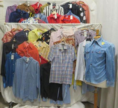 Une quarantaine de chemises pour homme, style...