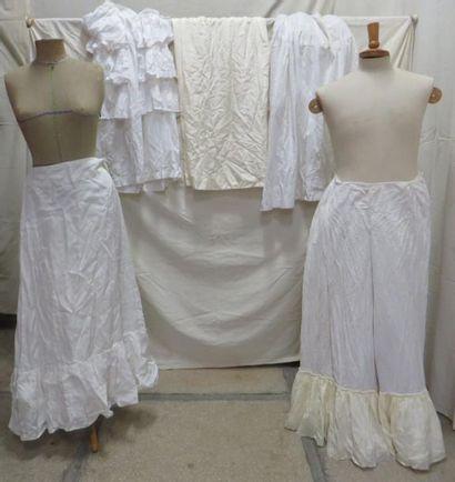 Cinq jupons pour femme, style XVIIIe - XIXe....