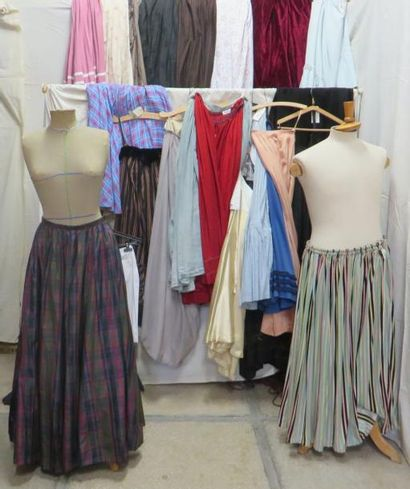 Fort lot de jupes pour femme, style XIXe-XXe....