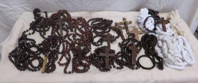 Lot de divers accessoires pour religieuses...