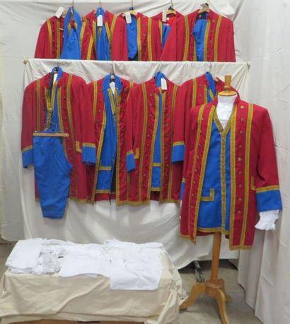 Dix livrées rouges et bleues à parements...
