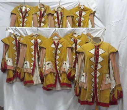 Dix vestes jaune et rouge pour laquais, style...