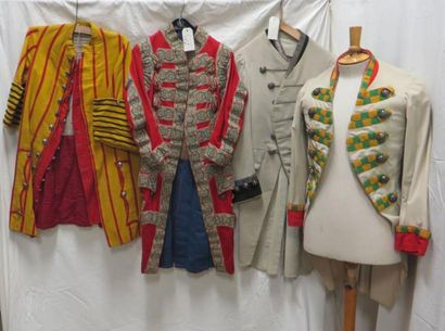 Quatre vestes de laquais diverses. Matières:...