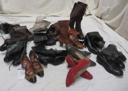 Une quinzaine de paires de bottines pour...
