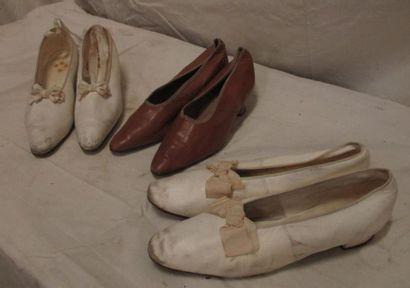 Trois paires de souliers en cuir pour femme,...
