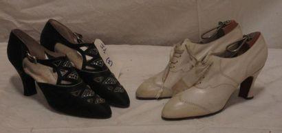 Deux paires de souliers en satin noir et...